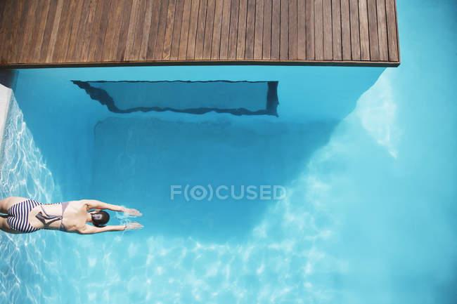 Beautiful woman in luxury swimming pool — Stock Photo