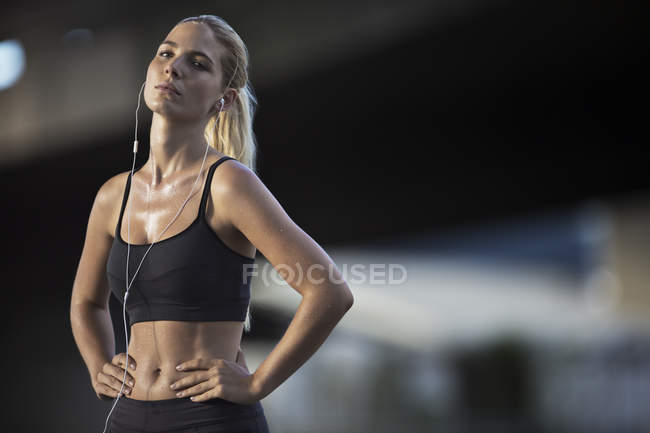 Woman resting after exercising on city street — Stock Photo