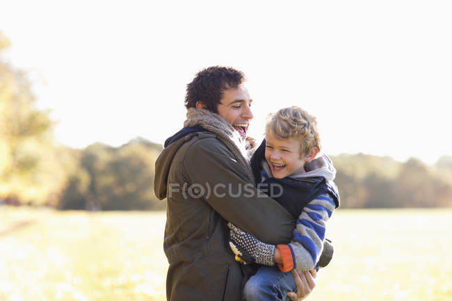 Happy father and son playing outdoors — Stock Photo