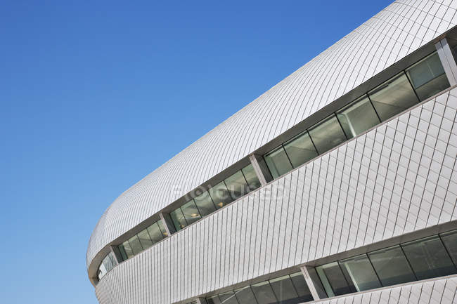 Modern building and blue sky — Stock Photo