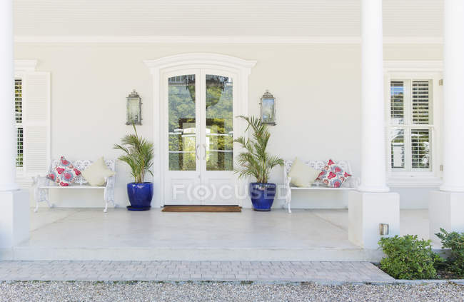 Entrance on porch of luxury house — Stock Photo