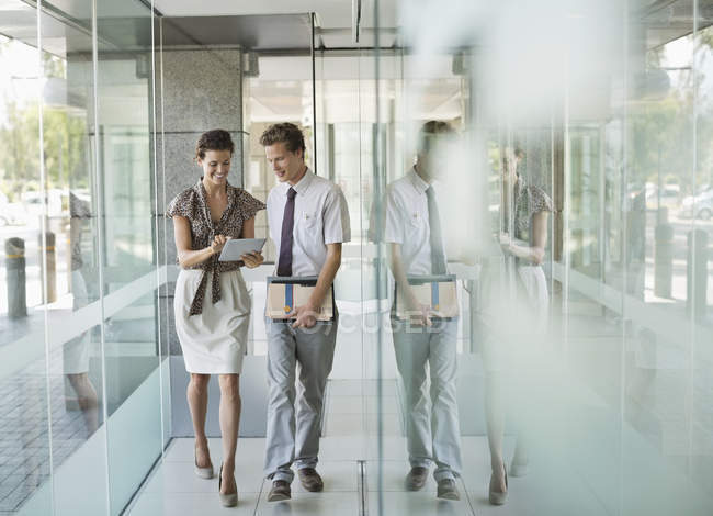 Business people talking in office hallway — Stock Photo