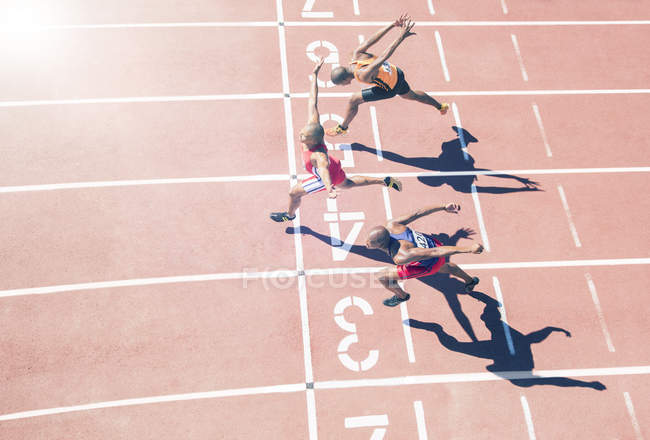 Runners crossing finish line on track — Stock Photo