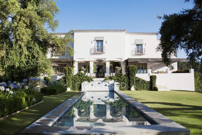 Luxury lap pool and Spanish villa — Stock Photo