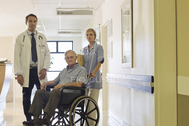 Doctor and nurse with older patient in hospital — Stock Photo