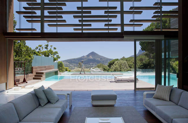 View of swimming pool and mountains — Stock Photo