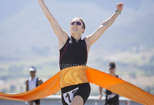 Corridore crossing race, traguardo — Foto stock