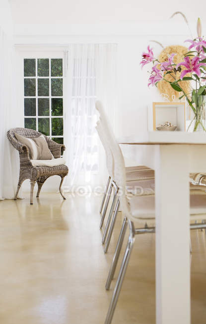 Chairs at table in dining room — Stock Photo