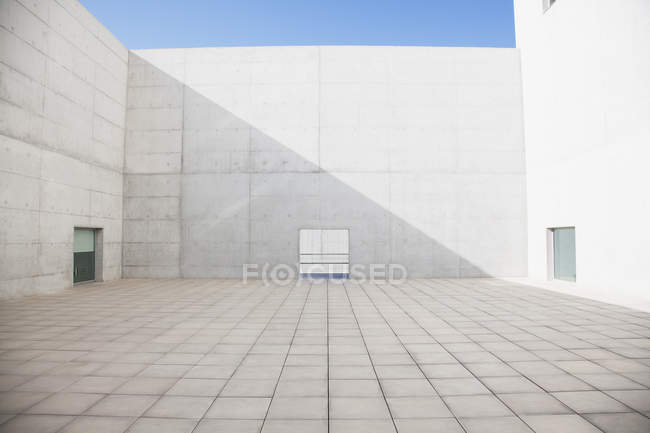 Modern architecture, empty concrete courtyard — Stock Photo