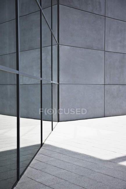 Glass and concrete walls of modern building — Stock Photo
