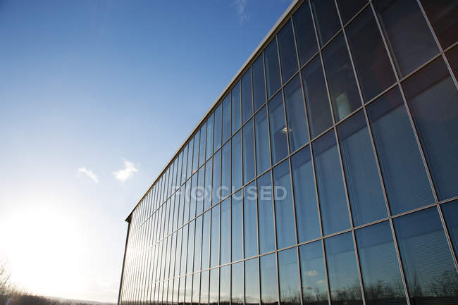Blue sky reflected in modern building — Stock Photo