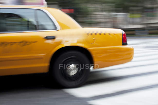 Blurred view of taxi on city street — Stock Photo