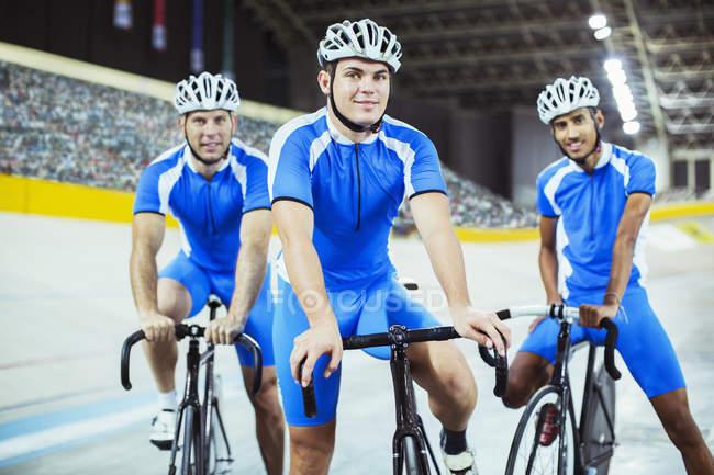 Equipo ciclismo de pista en el Velódromo - foto de stock