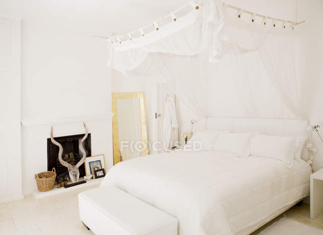 Canopy over bed in modern bedroom — Stock Photo
