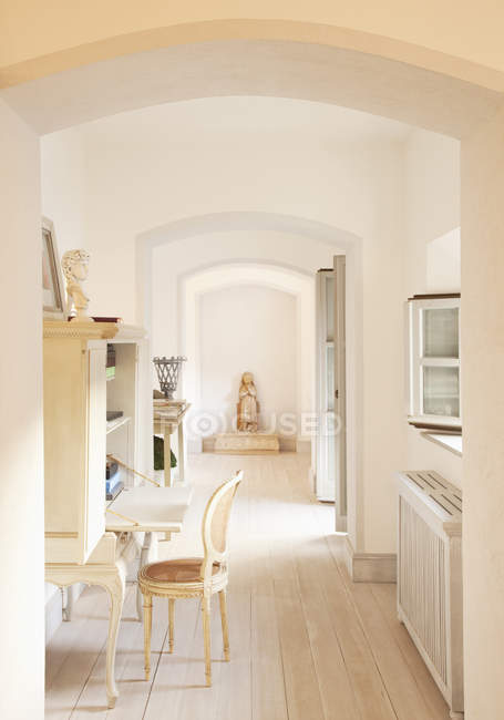 Archways and corridor of luxury home — Stock Photo