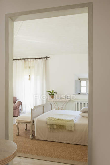 View of luxury bedroom through doorway — Stock Photo