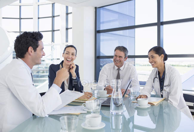 Doctors and business people talking in meeting — Stock Photo