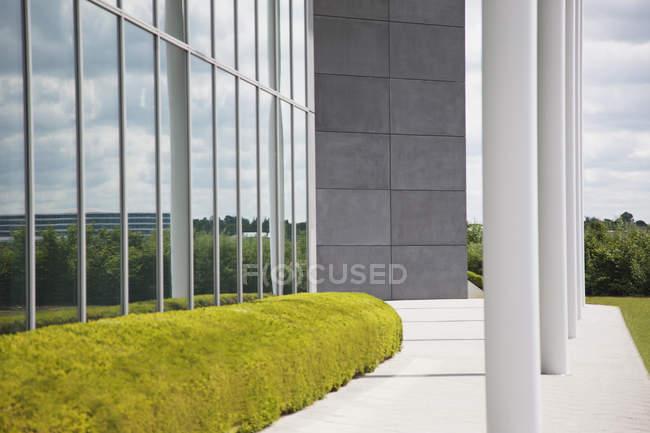 Coberturas manicure e janelas de vidro — Fotografia de Stock
