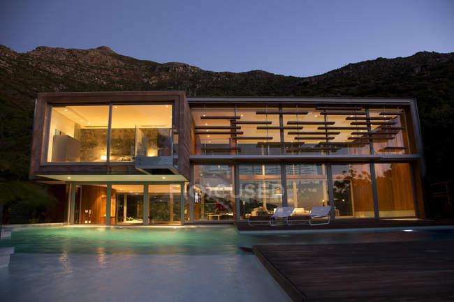 Illuminated modern house facade at night — Stock Photo
