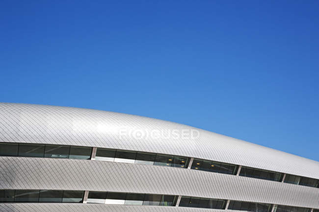 Roof of modern building and blue sky — Stock Photo