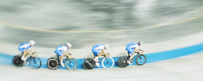 Bahn-Radsport Team Rennen im Velodrom — Stockfoto
