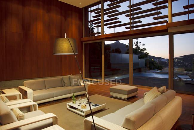 Gemütliches modernes Wohnzimmer Interieur — Stockfoto