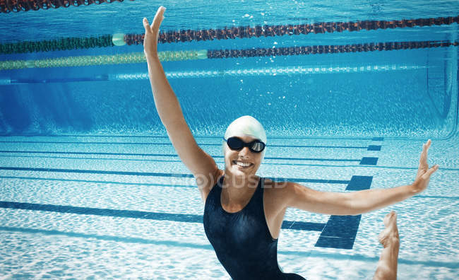 Swimmer posing underwater in pool — Stock Photo