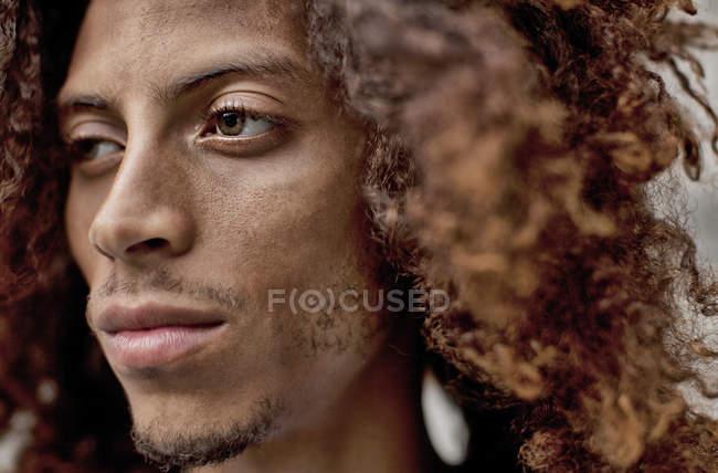 Gros plan du visage de l'homme sérieux — Photo de stock