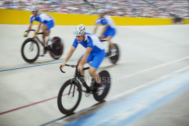 Команда по велодрому на треке — стоковое фото