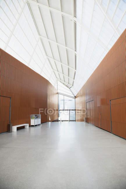 Corridoio di ufficio moderno — Foto stock