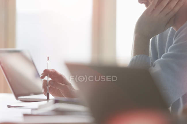 Student working at laptop in classroom — Stock Photo