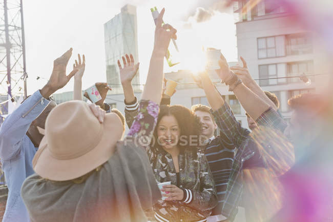 Young adults dancing at rooftop party — Stockfoto