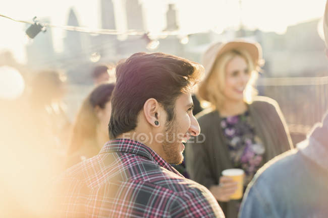 Young adult friends enjoying rooftop party — Stockfoto