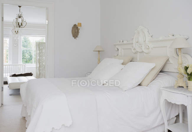 Home showcase interior white bed and bedroom — Stock Photo