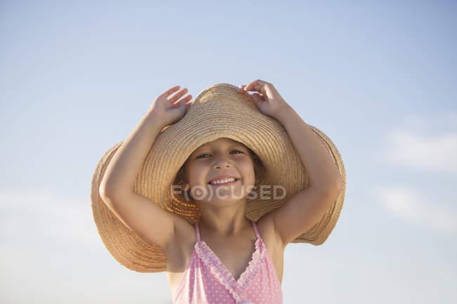 Girl wearing sun hat outdoors — Stock Photo