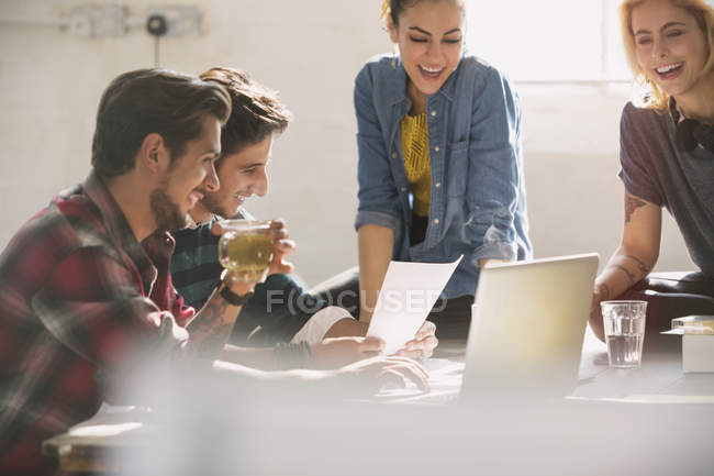 Young creative business people working at laptop — Stockfoto