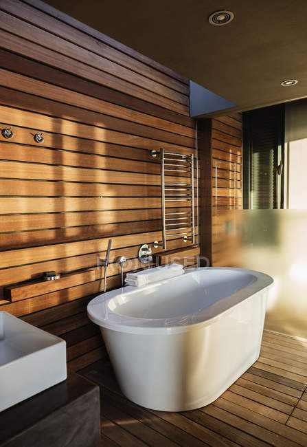 Bathtub and sink in modern bathroom — Stock Photo