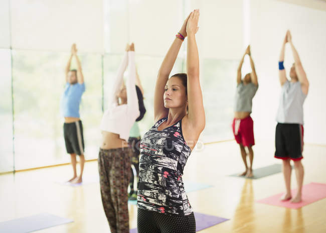 Yoga class with arms raised — Stock Photo