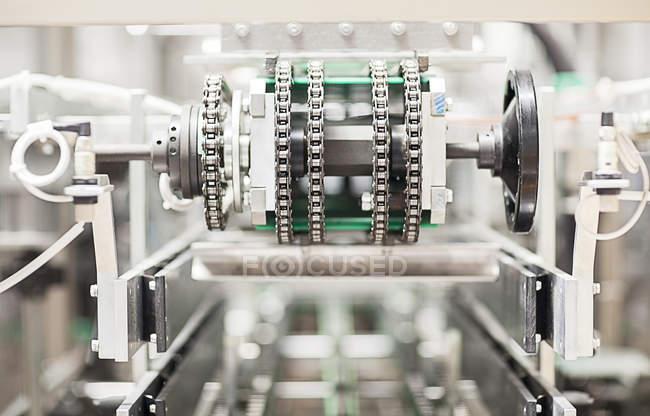 Крупный план оборудования на заводе — стоковое фото