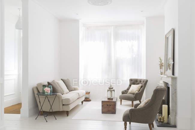 Divano e poltrone in salotto — Foto stock