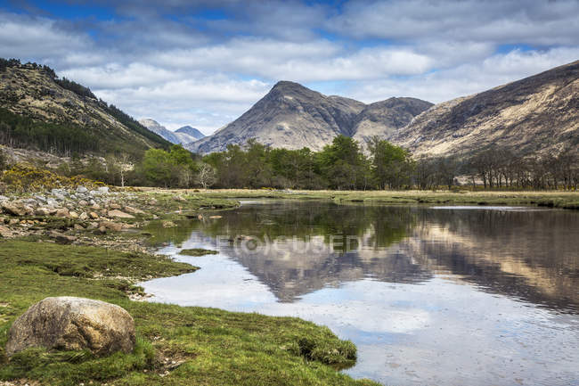 Highlands mountains over Loch Linnhe, Argyll, Scotland — Stock Photo