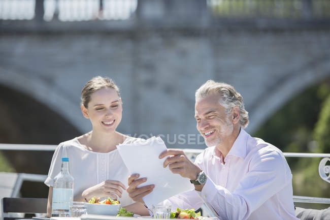 Business people talking at sidewalk cafe — Stock Photo
