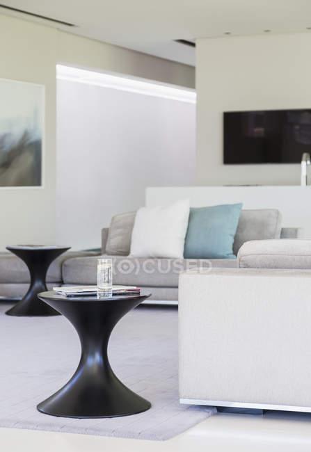 Beautiful modern living room interior — Stock Photo