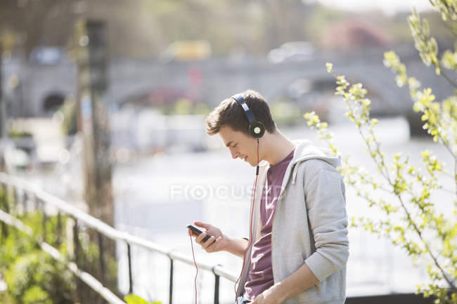 Man listening to headphones outdoors — Stock Photo