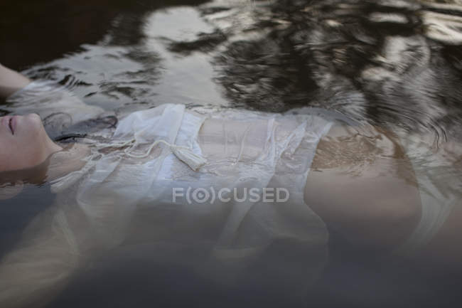 Woman floating in lake during daytime — Stock Photo