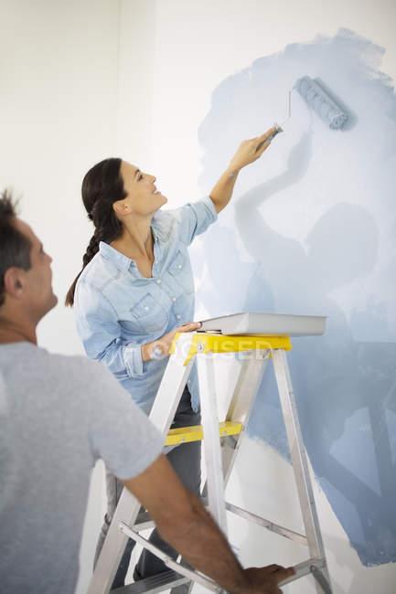 Пара стіна живопис синій — стокове фото