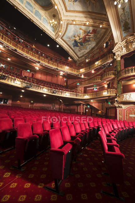 Balconies, seats and ornate ceiling in empty theater auditorium — Stock Photo