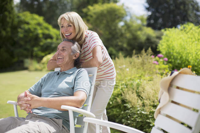 Happy senior couple relaxing in backyard — Stock Photo