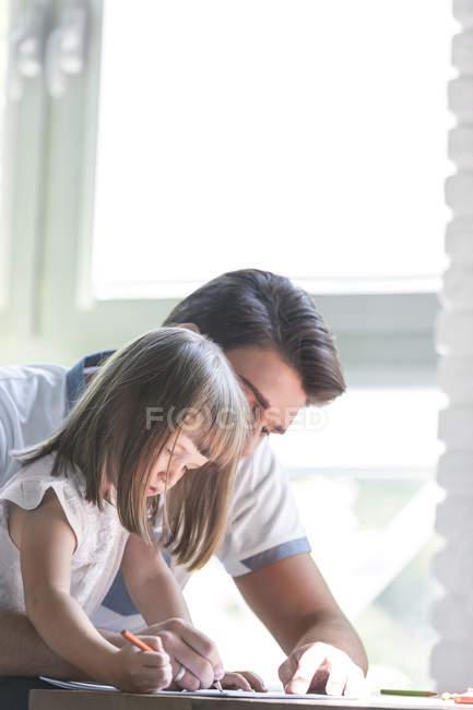 Vater und Tochter-Färbung — Stockfoto