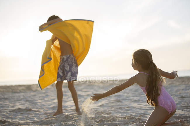 Children playing on beach — Stock Photo